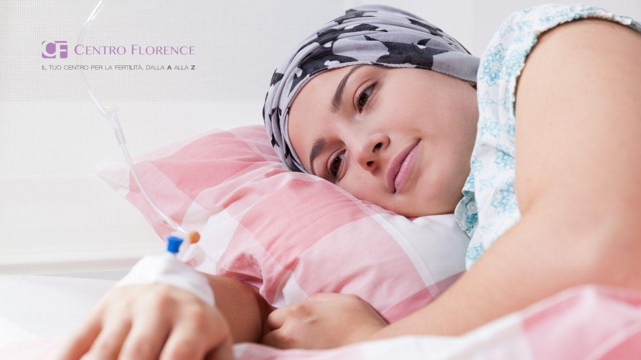Una ragazza con sguardo sereno affronta la chemioterapia